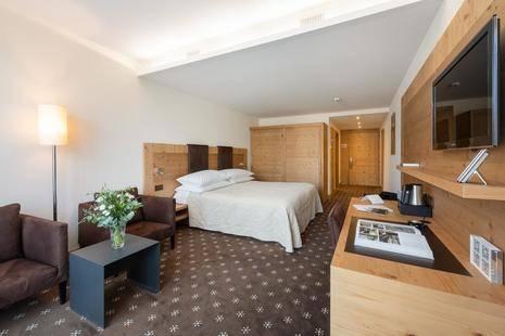Nira Alpina Hotel
