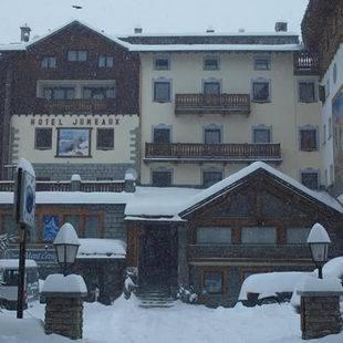 Jumeaux Hotel