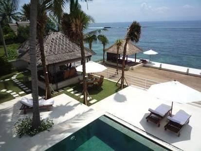Beachfront Villa Jukung