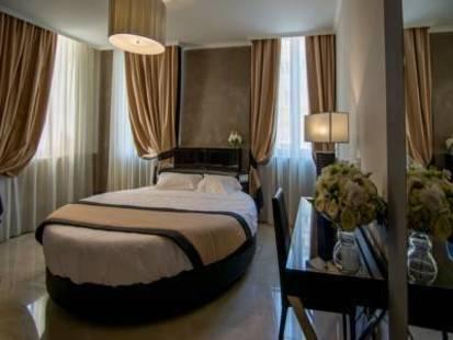 Piazza Venezia Hotel