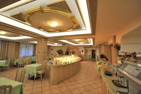 Crescenzia Hotel