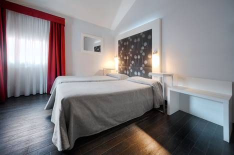 Aaron Hotel