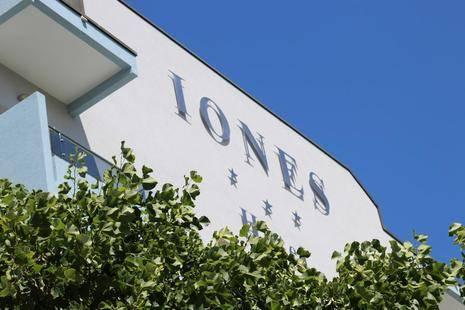 Iones Hotel