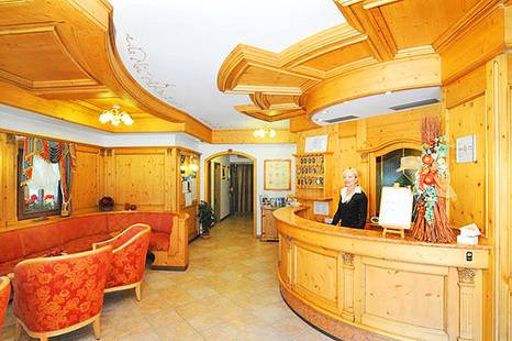 Crozzon Hotel