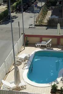 Aron Hotel (Ex.California)