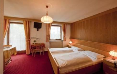 Rainegg Hotel