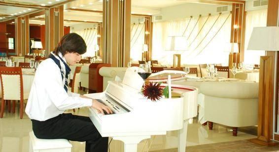 Cruise Hotel