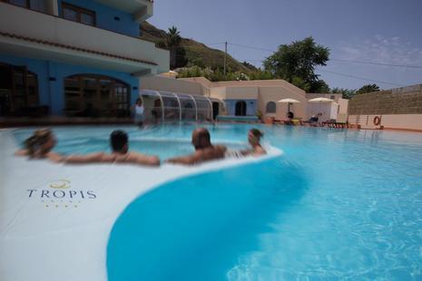 Tropis Hotel