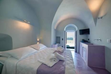 Santorini Royal Suites