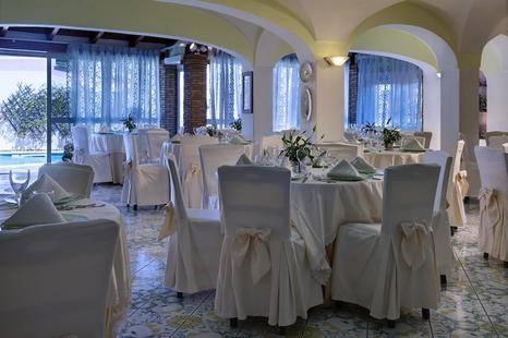 Carlo Magno Hotel