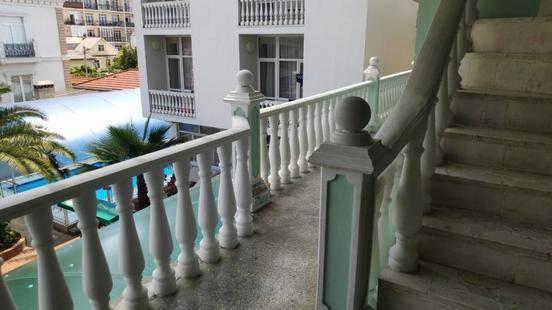 Гостиница Зеленый Попугай