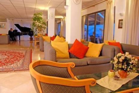 Weber Ambassador Hotel