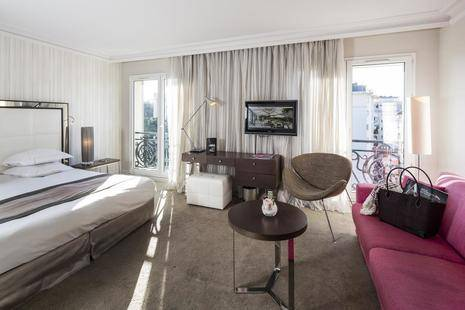 Le Canberra Hotel