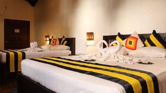 Happy Banana Hotel
