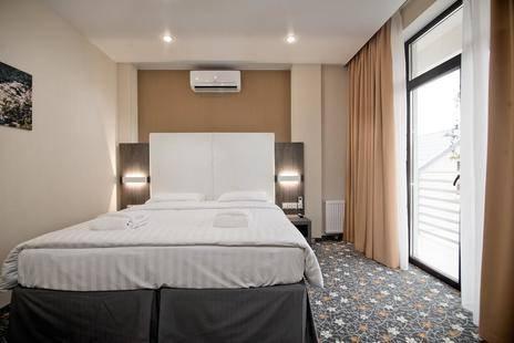 Отель Мио