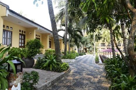 Hon Rom Central Beach Resort