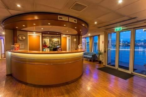 Maribelle Boat Hotel