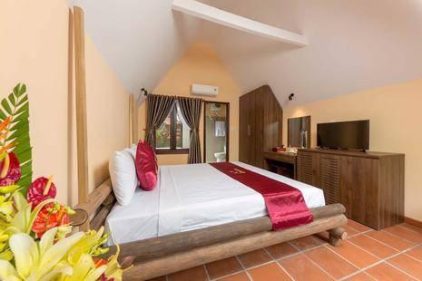La Paloma Resort