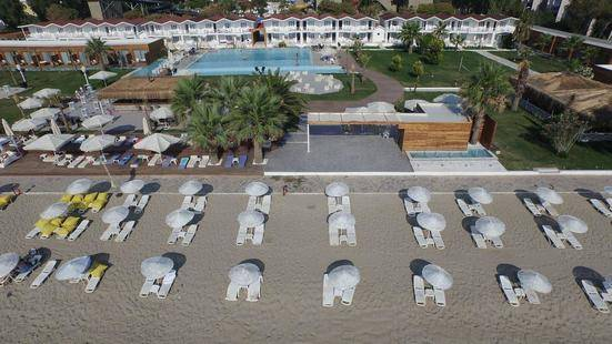 Risus Aqua Beach Resort Hotel