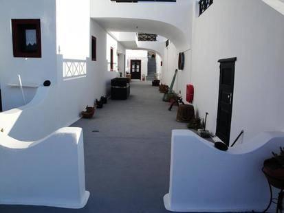Vrachia Apartments & Studios