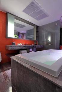 Lit Bangkok Hotel & Residence