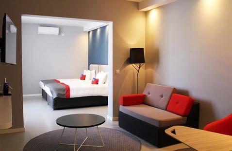 Holiday Inn Express Hotel