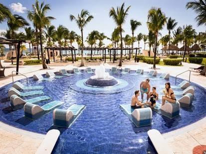 Club Premium Deluxe En Barcelo Maya Palace Deluxe