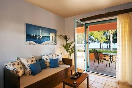 Makis Inn Beach Resort