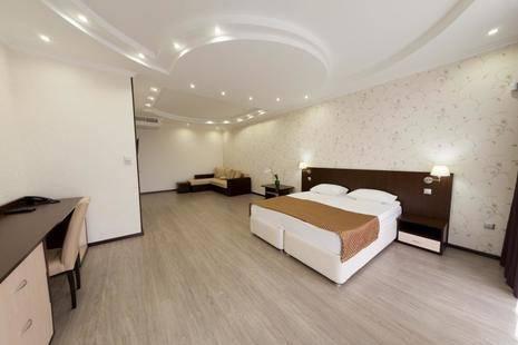 Encino Hotel
