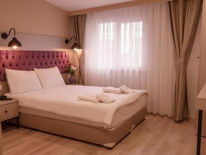 The Lola Hotel