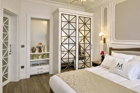 Mirrors Hotel