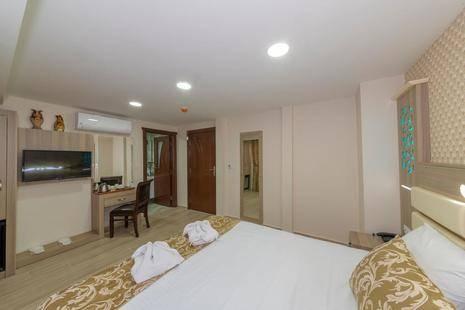 Raimond Hotel