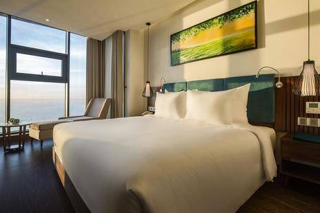 Maximilan Danang Beach Hotel